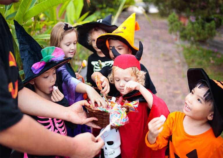 Tổ chức Halloween cho bé